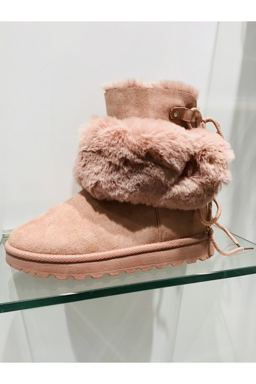 Pink furry winterboots - two ways to wear