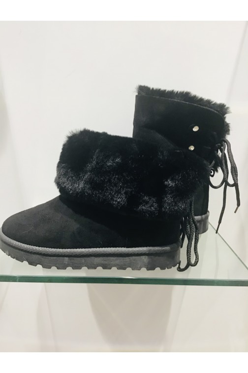 Black fur boots - two ways to wear