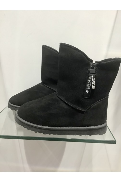 Fur boots in black with zipper