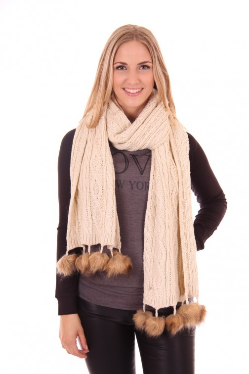 B.loved scarf with fur in cream