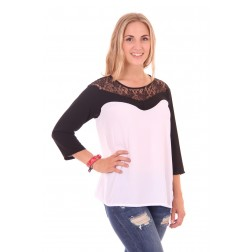 Relish top in white with black lace